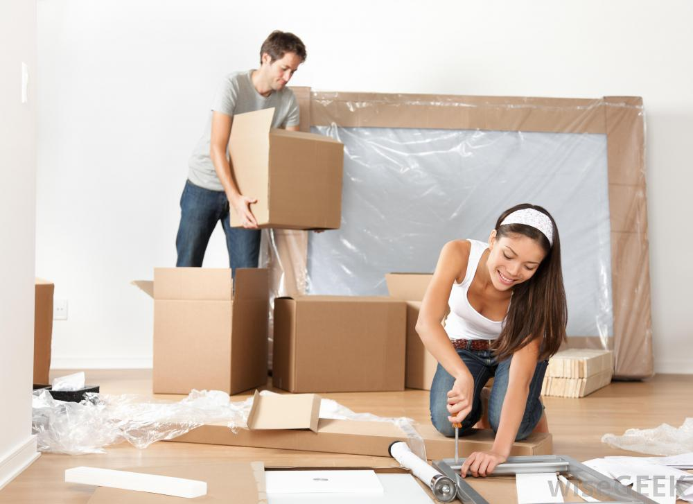 Packing Your Moving Boxes? 5 Tips for Couples Moving in Together - Featured Image